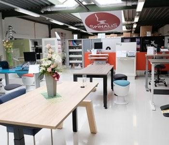 showroom achteraan sept 2020 met ergonomische zitsta-tafel matra en 4 poots elektrisch instelbaar