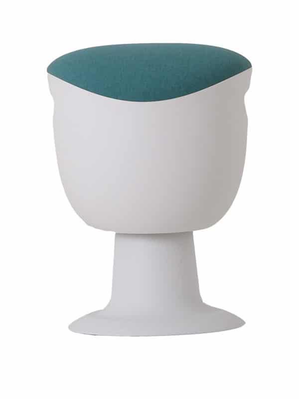 olala stoel lichtblauw wit onderstel voorkant